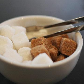 1. Ошибка добавлять сахар в кофе и чай