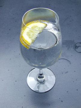 добавить немного свежего лимонного сока