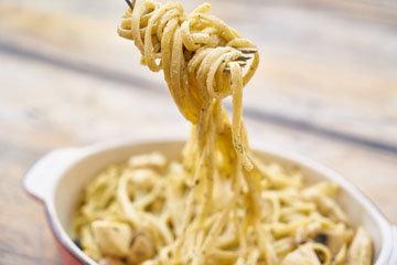 5. Разогрейте макароны от предыдущего дня