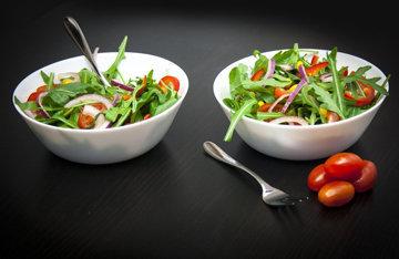 Как приготовить полезные салаты