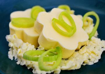 Масло производится из сливок