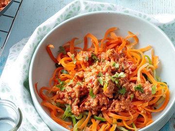 Овощные спагетти с курицей болоньезе