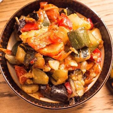 3. Марокканское овощное рагу с шафрановым пшеном